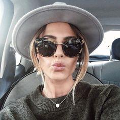 Hier en voiture Bon dimanche les filles •Collier bientôt de retour en stock sur la boutique Natamelie.fr • bientôt • Lunettes Dolce Gabbana DG 4268 • Pull @zara • Chapeau @mango