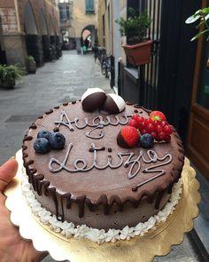 """""""Goloso : persona che non rimanda mai a domani quello che puo mangiare oggi """"  #glutenfree #torta #gelato #veganism #veganfood #vegan #veg #senzaglutine #compleanno #birthdaycake #birthday #govegan #crueltyfree #vegancake #veganlife #veganrecipes #deliciousness"""
