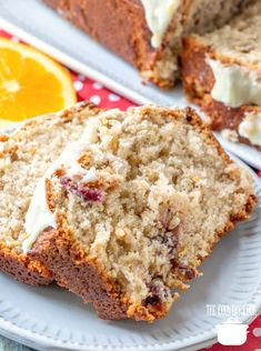 Homemade Copycat Starbuck's Cranberry Loaf is a sweet, moist loaf cake that has a touch of citrus and a delicious, creamy icing on top! Loaf Recipes, Quick Bread Recipes, Pound Cake Recipes, Brownie Recipes, Baking Recipes, Dessert Recipes, Dessert Bread, Fruit Loaf Recipe, Pound Cakes