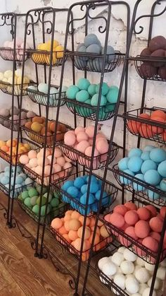 Bath Bombs Display Diy Super Ideas You are in the right place about soap store Here w Yarn Display, Soap Display, Bath Bomb Packaging, Soap Packaging, Packaging Ideas, Bath Bomb Recipes, Soap Recipes, Kosmetik Shop, Craft Fair Displays