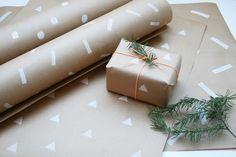 Farbdoktor DIY Papier bedrucken  Schönes Geschenkpapier gesucht? Klar, die Auswahl im Handel ist groß, doch wer es schlichter und trotzdem individuell mag (so wie ich), muss schon Glück haben, etwas Passendes zu finden.