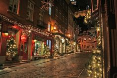 Picturesque street in Quebec  photo by K r Y s + on flickr