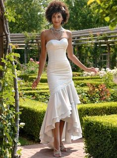 Tips fort dressing for an outdoor wedding. #mywedding #outdoorwedding http://www.theweddingspecialists.net/tag/informal-wedding-dress-for-outdoors