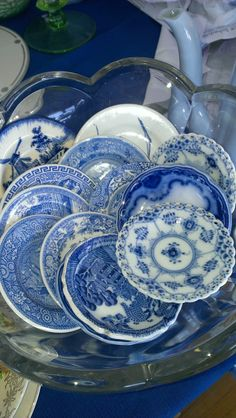 Great way to display all those blue and white cupless saucers . Blue And White China, Blue China, Love Blue, White Dishes, Blue Dishes, Chinoiserie Chic, Blue Plates, China Patterns, White Decor