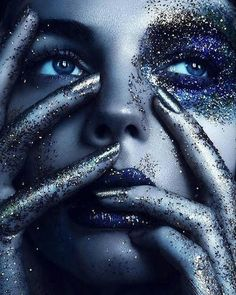 blue and silver makeup glittter - Make Up - Lips - Eyes Glitter Photography, Beauty Photography, Creative Photography, Portrait Photography, Glitter Make Up, Body Glitter, Glitter Force, Glitter Lips, Glitter Eyeshadow
