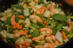 Kokos-Gemüse-Pfanne mit Garnelen. Ein leichtes Gericht mit vielen Vitaminen und Eiweiß.  Ist das G...