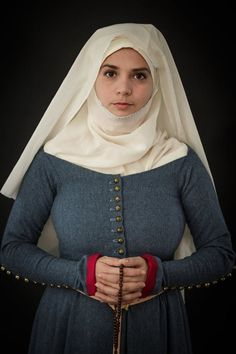 woolen cotehardie with golden metal buttons, trimmed with cashmere. linen headwear. 1st. half of 14th century