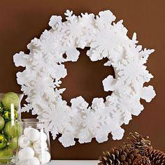 couronne blanche de flocons de neige pour noël