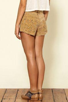 short cintura alta onça