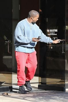 Kanye Shows He's a Master at Mixing Colors With This Latest 'Fit Kanye West Outfits, Kanye West Style, Kanye West Wallpaper, Kanye West Songs, Urban Fashion, Mens Fashion, Yeezy Fashion, Character Poses, Harajuku Fashion