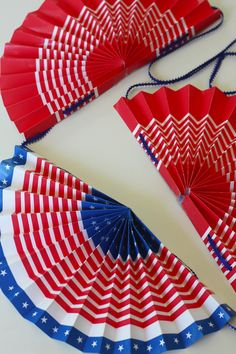 Old fashioned 4th of July bunting made out of paper - free download