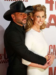 Tim McGraw and Faith Hill at the CMA Awards. perhaps the most attractive couple ever. Country Music Videos, Country Music Artists, Country Music Stars, Country Singers, Country Musicians, Country Couples, Country Girls, Tim Mcgraw Divorce, Celebrity Couples