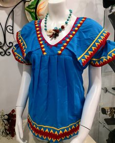 La imagen puede contener: una o varias personas y personas de pie Outfits For Mexico, Bobbin Lacemaking, Fashion Trends, Inspiration, Clothes, Dresses, African Dress, Folklore, Nightgown