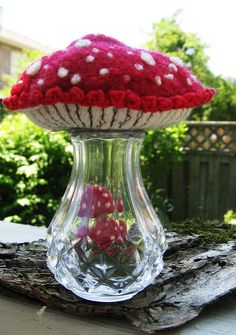 salt shaker pincushion craft idea fairy toadstool diorama , you could use any vase or pretty jar for the base , a lovely handmade gift for birthday or christmas for your favourite grimm and fairy elf mum or pixie friend Mushroom Crafts, Mushroom Art, Mushroom Decor, Felt Crafts, Diy And Crafts, Arts And Crafts, Needle Book, Needle Felting, Sewing Projects