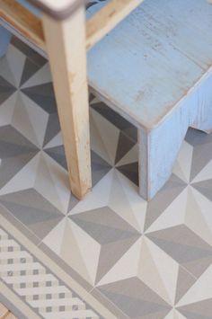10 sols imitation carreaux de ciment - faux tapis sous la table de la salle à manger ?