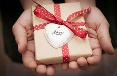 San Valentino 2017, le idee regalo per lui: profumi, beauty kit, rasoi  - VanityFair.it  http://www.vanityfair.it/beauty/viso-e-corpo/17/02/09/san-valentino-2017-regali-uomo