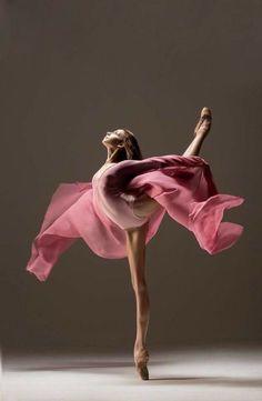 Ballerina Kunst, Ballerina Dancing, Dance Photography Poses, Dance Poses, People Photography, Photography Ideas, Ballet Pictures, Dance Pictures, Ballet Art