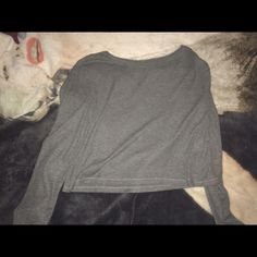 gray crop top gray long sleeve crop top not from forever 21 the tag says large but it fits like a small Forever 21 Tops Crop Tops