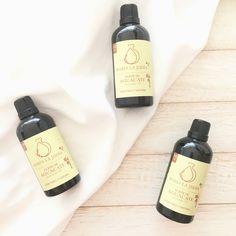 El aceite vegetal natural de aguacate puro orgánico extra virgen, es obtenido por presión en frío de la pulpa del aguacate. Apto para madres gestantes, madres lactantes y bebés. El aceite de aguacate contiene una mezcla especial de lípidos, vitaminas, omega 3, 6 y 9 y antioxidantes. Omega 3, Zero Waste, Shampoo, Personal Care, Bottle, Natural, Crimping, Vitamin E, Mineral Oil