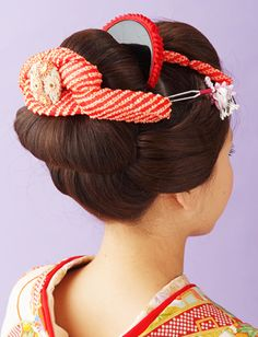 日本髪 Traditional Hairstyle, Traditional Outfits, Updo Styles, Hair Styles, Pretty Updos, Geisha Makeup, Geisha Japan, Wedding Kimono, Hair Arrange