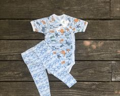 35% off sale prices Labor Day sale free shipping. Tweedle Beedle sells baby girl and boy sleepers, body suits, leggings, jumpers, Rompers, training pants.