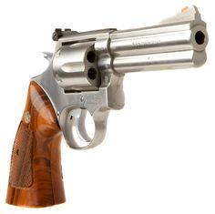 A superior quality revolver: Smith & Wesson, 686 in magnum. Smith And Wesson Revolvers, Smith N Wesson, Home Defense, Self Defense, Revolver Pistol, 357 Magnum, Survival Weapons, Fire Powers, Hunting Guns
