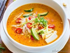 Starting Monday with a flavorful meatless vegetarian coconut curry soup made with Malaysian-style red curry paste called Laksa. Just like any other glorious bowl of Curry Soup, I like to eat Laksa. Vegetarian Laksa, Coconut Curry Vegetarian, Vegetarian Cabbage Soup, Coconut Curry Soup, Vegetarian Recipes, Cooking Recipes, Healthy Recipes, Coconut Milk, Healthy Food