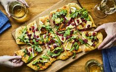 Pain plat au fromage brie et aux canneberges Brie, Pizza Legume, Hors D'oeuvres, Wine Cheese, Calzone, Omelette, Vegetable Pizza, Food Inspiration, Tapas