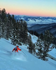 Insta / natgeo: Photo by A fleeting moment at dusk as makes the last few turns to the road on Teton Pass. This popular destination for backcountry skiers sits near the Wyoming and Idaho border. Facebook Photos, Facebook Image, Beautiful World, Beautiful Places, Jimmy Chin, Wyoming, National Geographic, Dusk, Travel Destinations