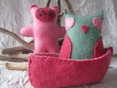 Felt Owl and Pussycat in boat    These are hand stitched from 100% wool felt with a high quality thread and stuffed with pure wool.