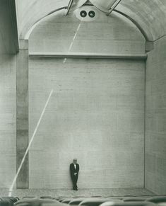 Louis Kahn at the auditorium of the Kimbell Art Museum, 1972. © Kimbell Art Museum, photo: Bob Wharton.