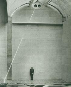Louis Kahn at the auditorium of the Kimbell Art Museum, 1972. © Kimbell Art Museum, photo: Bob Wharton.