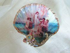 cute-etsy:  Birth of Venus Shell Dish, $24