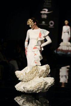 Ernesto Sillero, SIMOF 2015 Flamenco Dresses, Wedding Dresses, Spain, How To Wear, Ivory, Beauty, Fashion, Flowers In Hair, Victorian Dresses