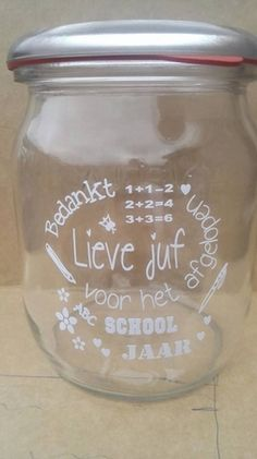 bedankt lieve juf witte tekst weckpot Silhouette Portrait, Silhouette Cameo, Thanking Someone, Thank You Gifts, Homemade Gifts, Teacher Gifts, Mason Jars, About Me Blog, Presents