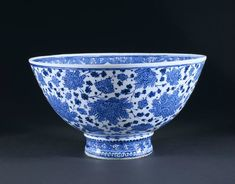 Basin, Iznik, Turkey, 1510-1520. Fritware, underglaze painted in blue, glazed. Height: 24.3 cm, Diameter: 45.3 cm, Diameter: 18 cm of foot. Museum number: 7409-1860 © V Images.