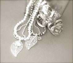 Lehti kaulakoru. Hinta 39,90€ Teaser, Pearl Necklace, Pearls, Accessories, Jewelry, String Of Pearls, Jewlery, Jewerly, Beads