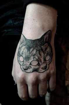Tattoo Tips and Fascination Behind Tattoo Designs Growing Popularity. Your Online Guide for Tattoo Designs Tips. Hand Tattoos, Cat Paw Tattoos, Body Art Tattoos, Cool Tattoos, Animal Tattoos, Black Tattoos, Cat Skull Tattoo, Tattoo Gato, Alien Tattoo