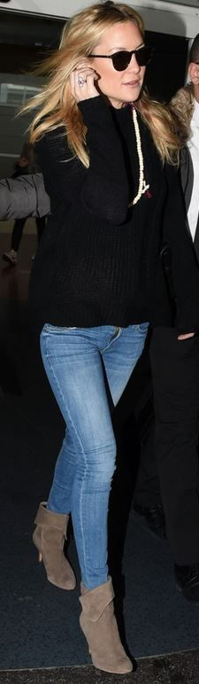 Who made  Kate Hudson's black quilted handbag, blue skinny jeans, and tan suede ankle boots?
