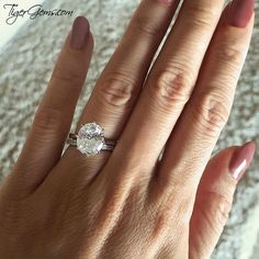 😍 So beautiful! ✨ The 4 ct 8 prong solitaire wedding set from TigerGems.com. 💐