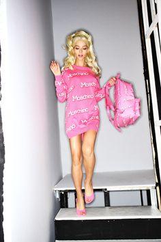 Moschino SS15 Fashion Show Milão Backstage - por Sonny Vandevelde | Stefany