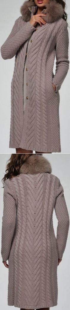 Пальто вязаное BLUMARINE с мехом на воротнике