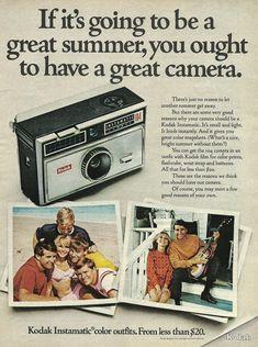 Kodak Instamatic The flashlight cube spun around four times until spent; History Of Photography, Photography Camera, Vintage Photography, Steampunk Photography, Pregnancy Photography, Photography Gifts, Portrait Photography, Fashion Photography, Wedding Photography