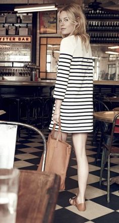 madewell et sezane striped knit dress in ink with button-back detail. - Total Street Style Looks And Fashion Outfit Ideas French Girl Style, French Girls, French Style Dresses, French Outfit, Looks Street Style, Looks Style, Look Fashion, Girl Fashion, Dress Fashion