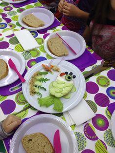 Деца в кухнята - сандвич риба