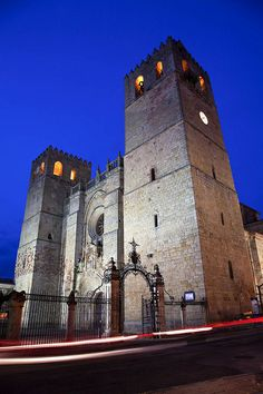 Catedral de Santa María de Sigüenza (Cathedral of Sigüenza, seat of the bishop of Sigüenza, in Guadalajara, Spain. Romanesque and Gothic style. Oh The Places You'll Go, Great Places, Sketches Of Spain, Seat Toledo, Seville Spain, Andorra, Place Of Worship, Romanesque, Spain Travel