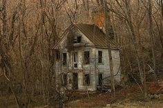 "requiem-on-water: ""this old house (Blueridge foothills of Virgina, town of Round Hill) by Carlos R "" Abandoned Mansion For Sale, Old Abandoned Buildings, Abandoned Property, Abandoned Castles, Abandoned Mansions, Old Buildings, Abandoned Places, Creepy Houses, Spooky House"
