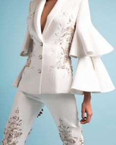 White silk crêpe cady tailleur, featuring tiered sleeves embellished with silk thread-work and glass beads, finished with crystal buttons. 2020 Fashion Trends, Fashion 2020, Daily Fashion, Ball Dresses, Prom Dresses, Beautiful Dresses, Nice Dresses, Ralph And Russo, Blazer Outfits