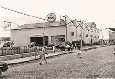 Gastal S.A. Concessionária Autorizada Willys, Av. Rio Branco, Juiz de Fora MG em janeiro de 1965 (foto autoria de Jorge Couri).