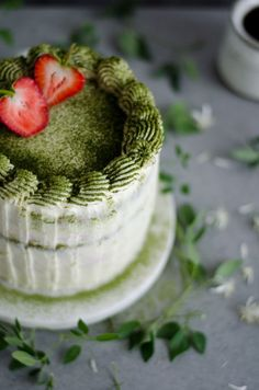 Matcha berry layer cake with mascarpone